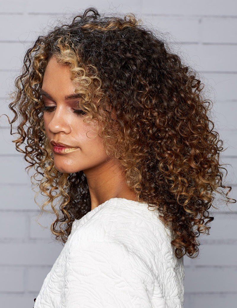 Model with spiral curly hair