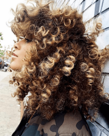 Model with blonde and brunette spiral curls