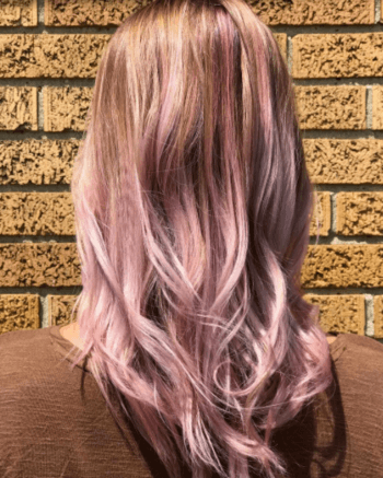 Lilac rose gold hair mixes lavender and pink highlights.