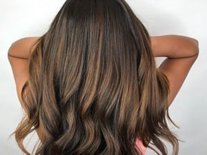Neutral brunette haircolor with subtle highlights.